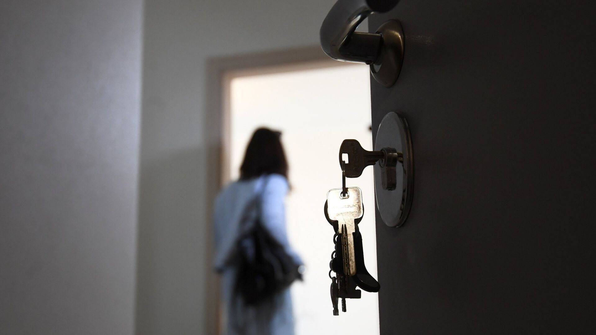 Входная дверь квартиры в новостройке - РИА Новости, 1920, 24.03.2021