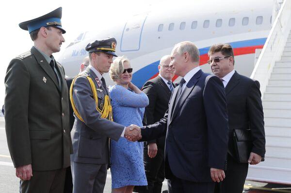 Президент РФ Владимир Путин во время встречи в аэропорту в Хельсинки. 16 июля 2018