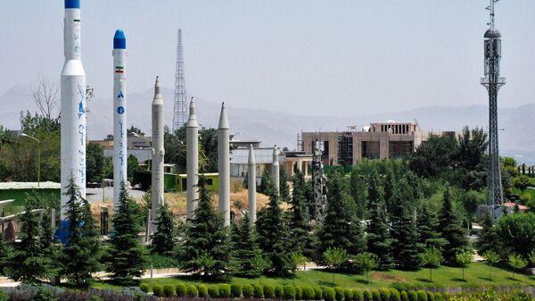 Образцы ракет и ракетоносителей на территории музея «Исламской революции и Священной обороны» в Тегеране. Архивное фото