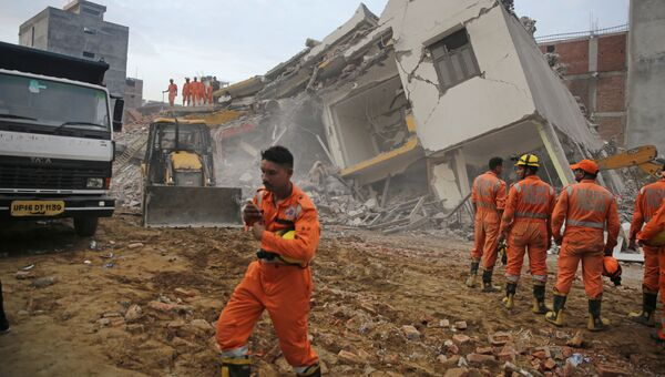 Обрушение шестиэтажного дома на жилое четырехэтажное здание в Индии. 18 июля 2018 года