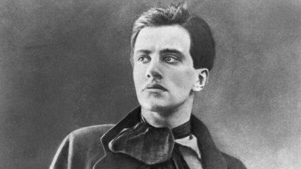 Поэт Владимир Владимирович Маяковский
