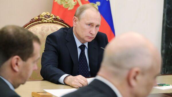 Президент РФ Владимир Путин проводит совещание с членами правительства РФ. 18 июля 2018