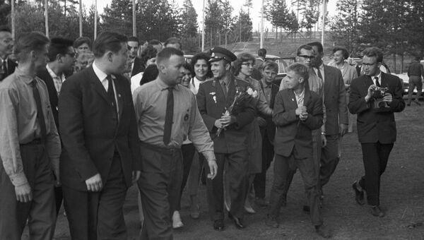 Герой Советского Союза, летчик-космонавт СССР Юрий Алексеевич Гагарин в Финляндии. 1 августа 1961