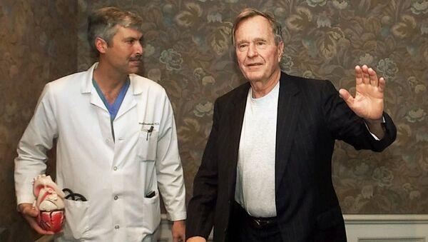 Кардиолог Марка Хауснехт и его пацтент, бывший президент США  Джордж Герберт Уокер Буш