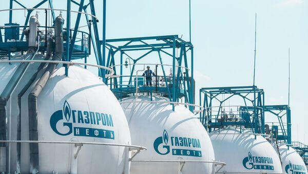 Нефтеперерабатывающий завод Газпром нефть. Архивное фото