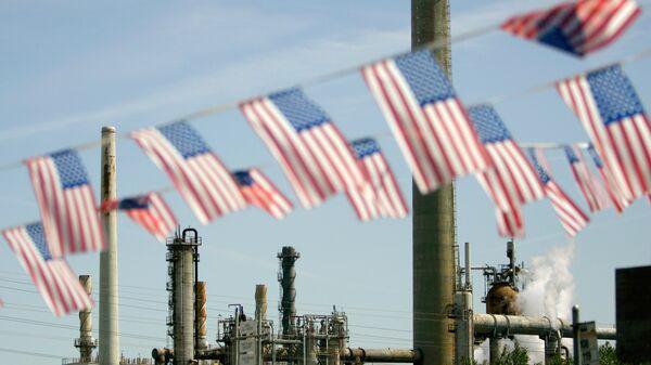 Нефтеперерабатывающий завод в Калифорнии