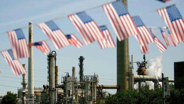 Нефтеперерабатывающий завод в Калифорнии. Архивное фото