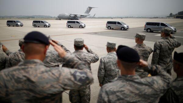 Захоронение останков 55 американских солдат, погибших в Корейской войне. Архивное фото