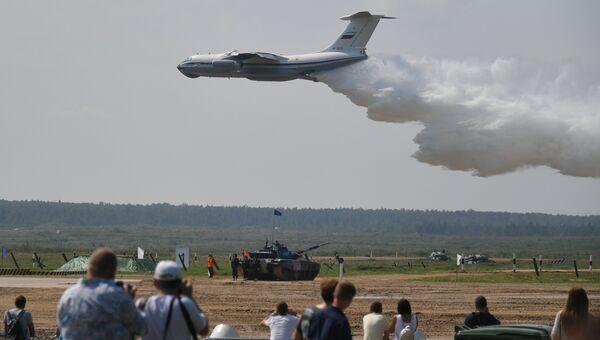 Самолет Бе-200ЧС МЧС РФ на церемонии открытия конкурса Танковый биатлон-2018