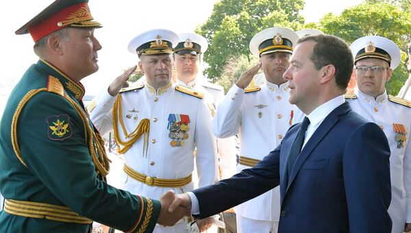 Премьер-министр РФ Д. Медведев принял участие в праздновании Дня ВМФ в Севастополе