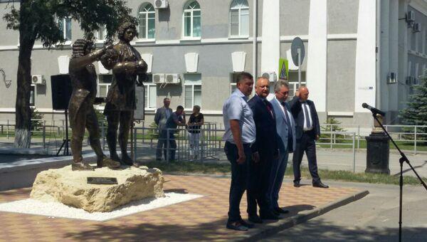 Открытие памятника дружбы императора Петра I Великого и господаря Молдовы Дмитрия Кантемира в Волгодонске