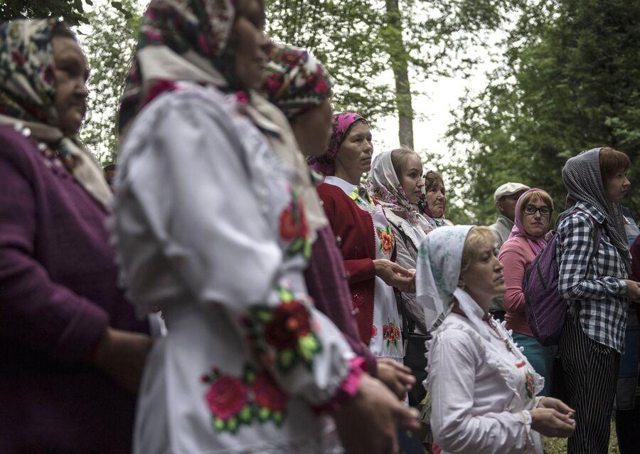 Жительницы села Шоруньжа во время молитвы очищения на празднике Сярем