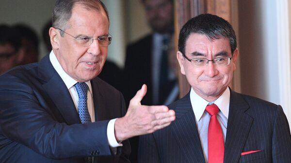 Министр иностранных дел РФ Сергей Лавров и министр иностранных дел Японии Таро Коно