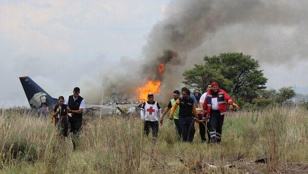 Крушение самолета авиалайнера компании Aeromexico возле аэропорта в Дуранго в Мексике. Архивное фото