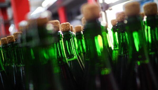 Завод по розливу шампанских вин. Архивное фото