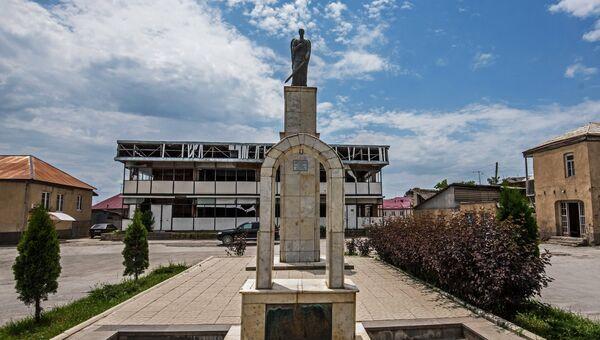 Памятник жертвам грузино-осетинского конфликта Скорбящий Ангел в Цхинвале. Архивное фото