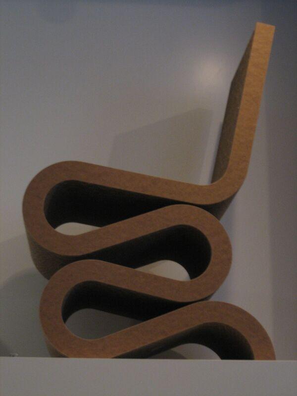 Извивающийся стул Френка Гери
