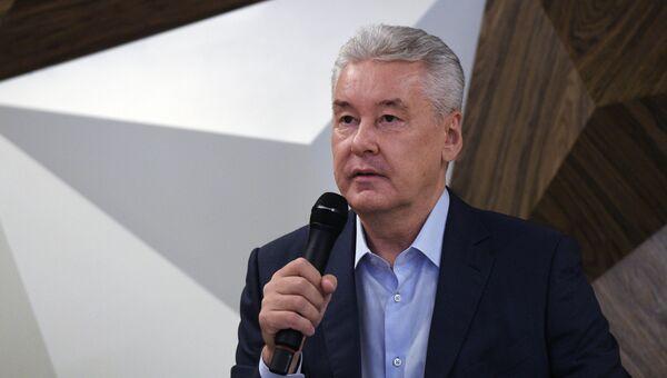 Кандидат в мэры Москвы Сергей Собянин во время Круглого стола в предвыборном штабе на улице Покровка. 8 августа 2018