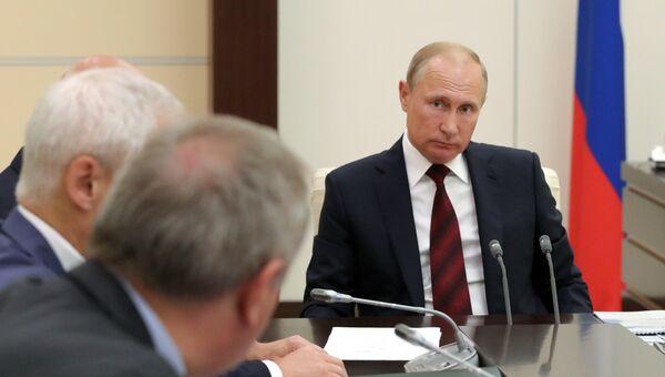 Владимир Путин проводит совещание по развитию космической отрасли. 8 августа 2018
