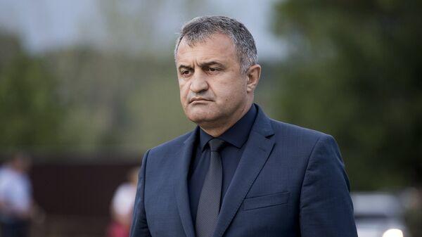 Президент Южной Осетии Анатолий Бибилов на траурных мероприятиях в Южной Осетии в память о погибших в конфликте с Грузией 8-го августа 2008 года