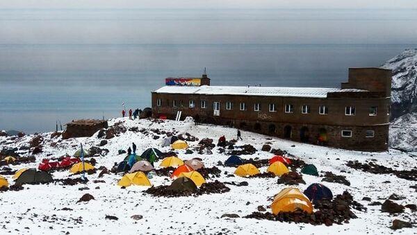 Снег, выпавший в райне горы Казбек в Грузии. 9 августа 2018