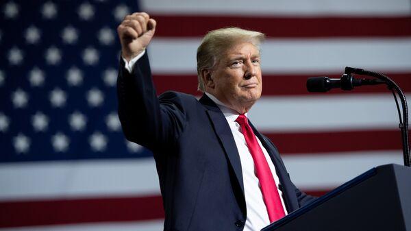 Президент США Дональд Трамп говорит о введении 25% пошлины на импорт товаров из Китая. 31 июля 2018