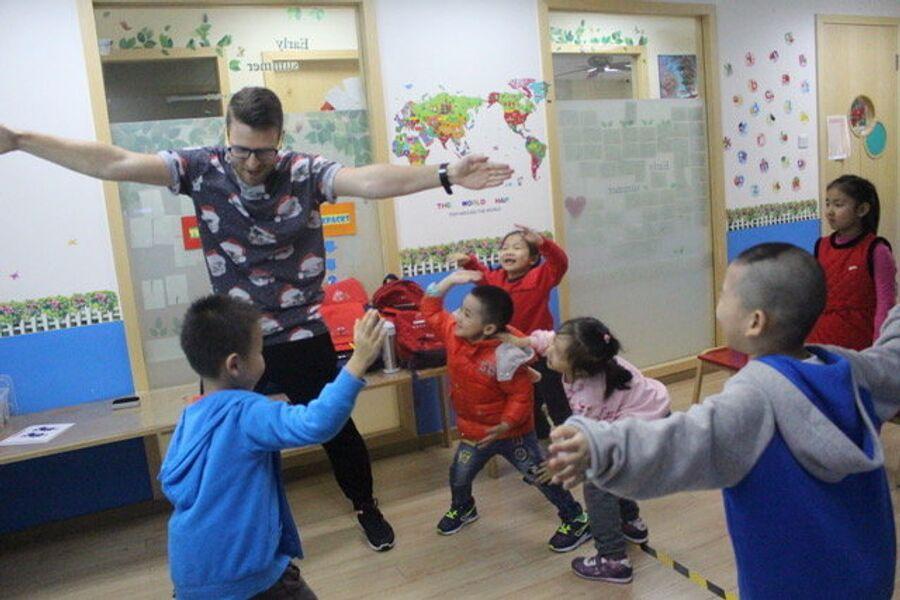 Урок английского языка в китайском детском языковом центре