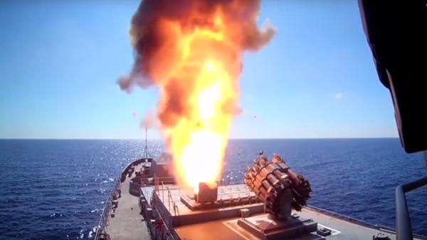 Пуск ракетного комплекса Калибр с фрегата Адмирал Григорович