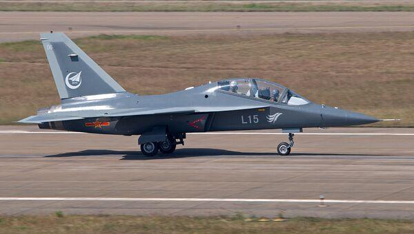 Китайский учебно-боевой самолет Hongdu L-15 (принят на вооружение ВВС КНР под обозначением JL-10)