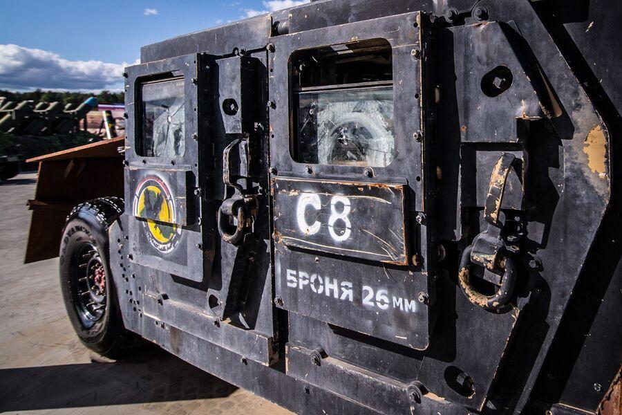 Кустарный бронеавтомобиль на базе внедорожника Hummer