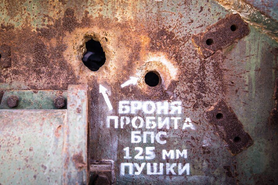 Последствия попаданий бронебойных снарядов в боковую проекцию танка