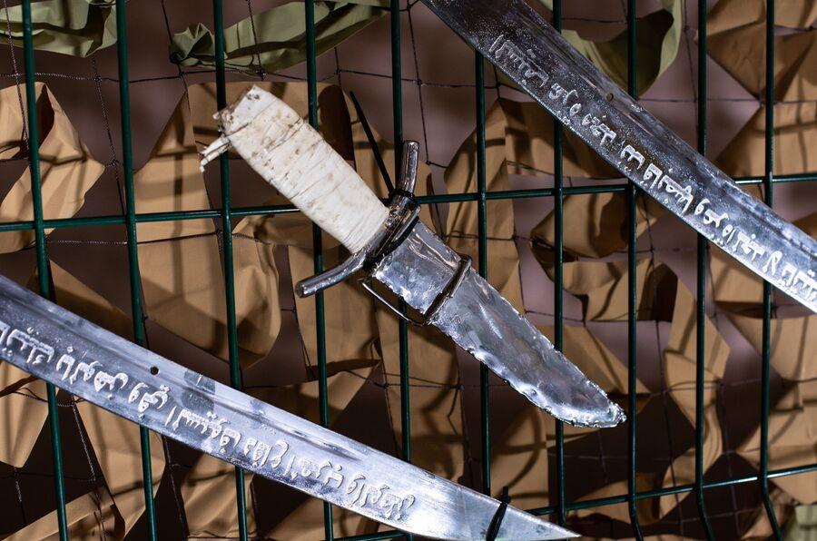 Холодное оружие, изъятое у боевиков
