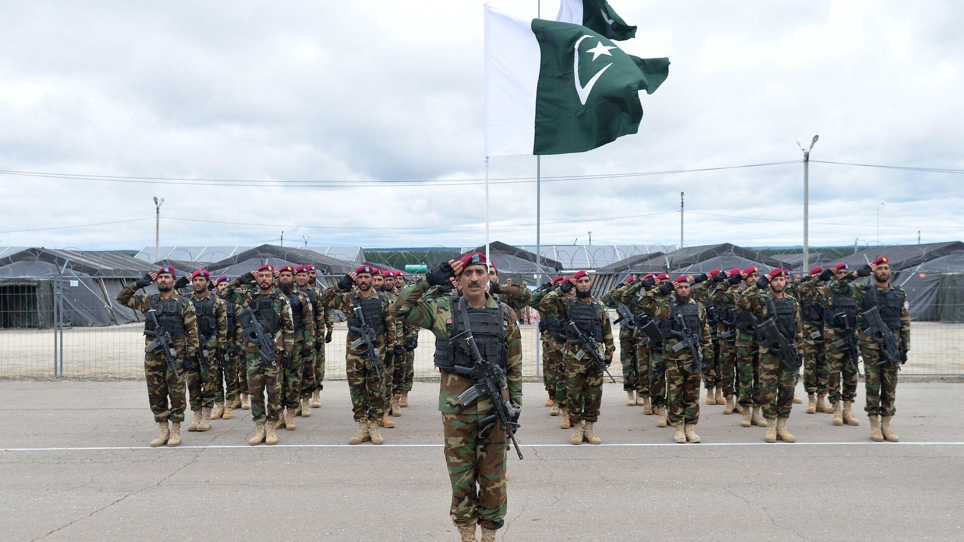 Военнослужащие вооруженных сил Пакистана во время учений ШОС Мирная миссия-2018 в Чебаркуле - РИА Новости, 1920, 08.06.2021