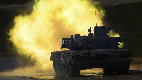 Танк Т-90 во время динамической экспозиции на выставке «Армия России – завтра» в рамках IV Международного военно-технического форума «Армия-2018» в Кубинке