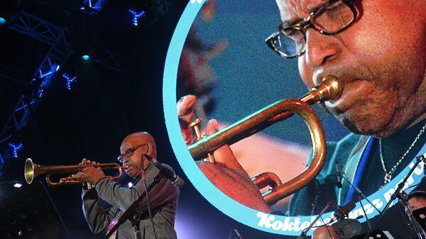 Участник International Jazz Ensemble Якова Окуня Эдди Хендерсон (США) выступает во время All Stars KJP Jam при участии биг-бэнда под управлением Сергея Головни на фестивале Koktebel Jazz Party