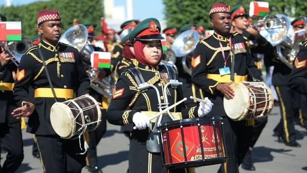 Военный оркестр Королевской гвардии Омана на шествии участников международного военно-музыкального фестиваля Спасская башня на ВДНХ