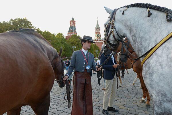 Конная ассоциация Кордовы (Испания) перед началом генеральной репетиции церемонии открытия XI Международного военно-музыкального фестиваля Спасская башня на Красной площади в Москве