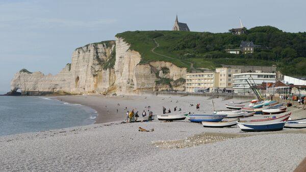 Город Этрета на побережье пролива Ла-Манш, Франция