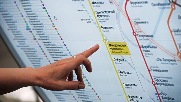 Информационное табло со схемой Московского метрополитена на станции Мичуринский проспект Калининско-Солнцевской линии