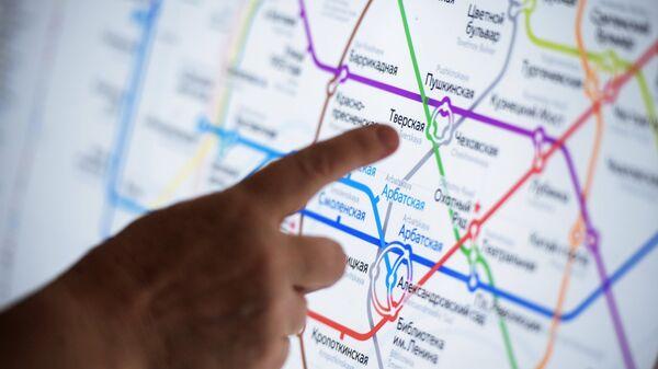 Информационное табло со схемой линий Московского метрополитена