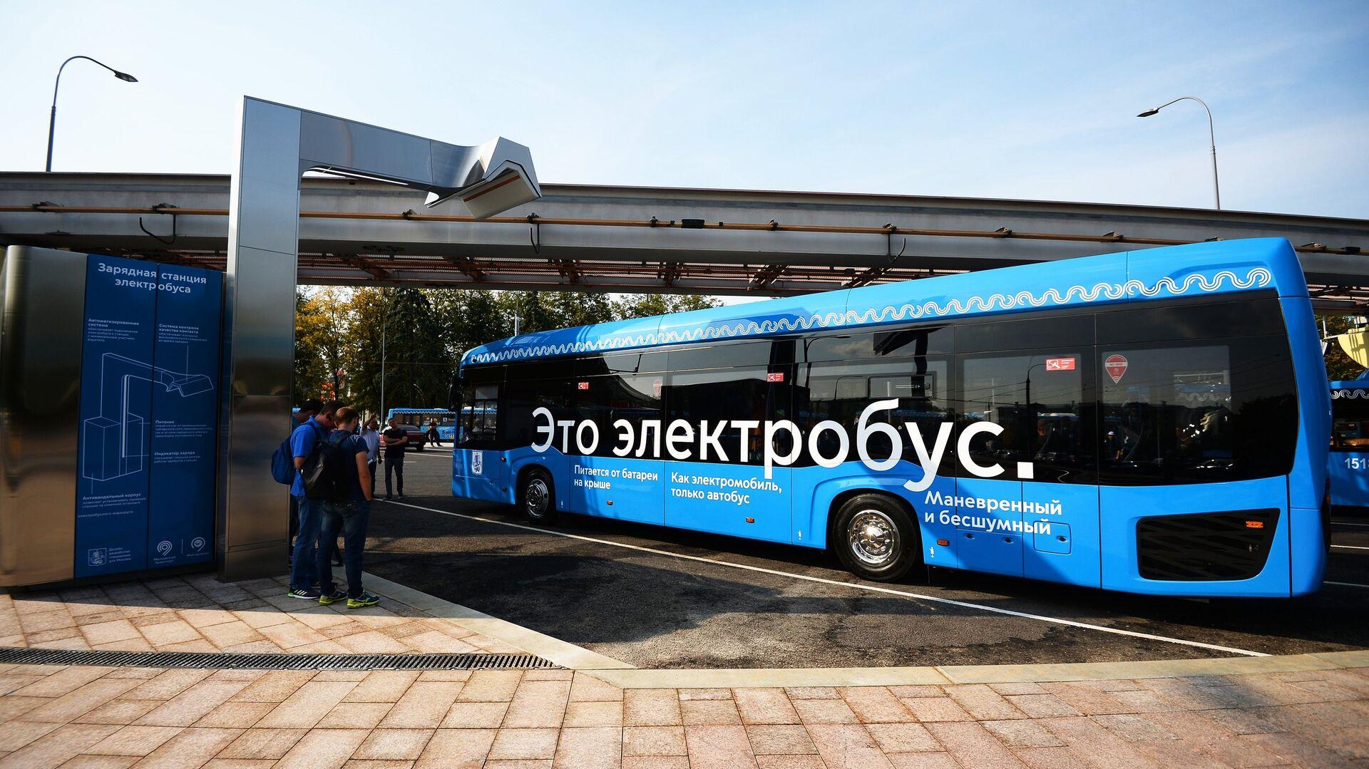 Станция зарядки пассажирского электробуса в Москве - РИА Новости, 1920, 22.07.2020