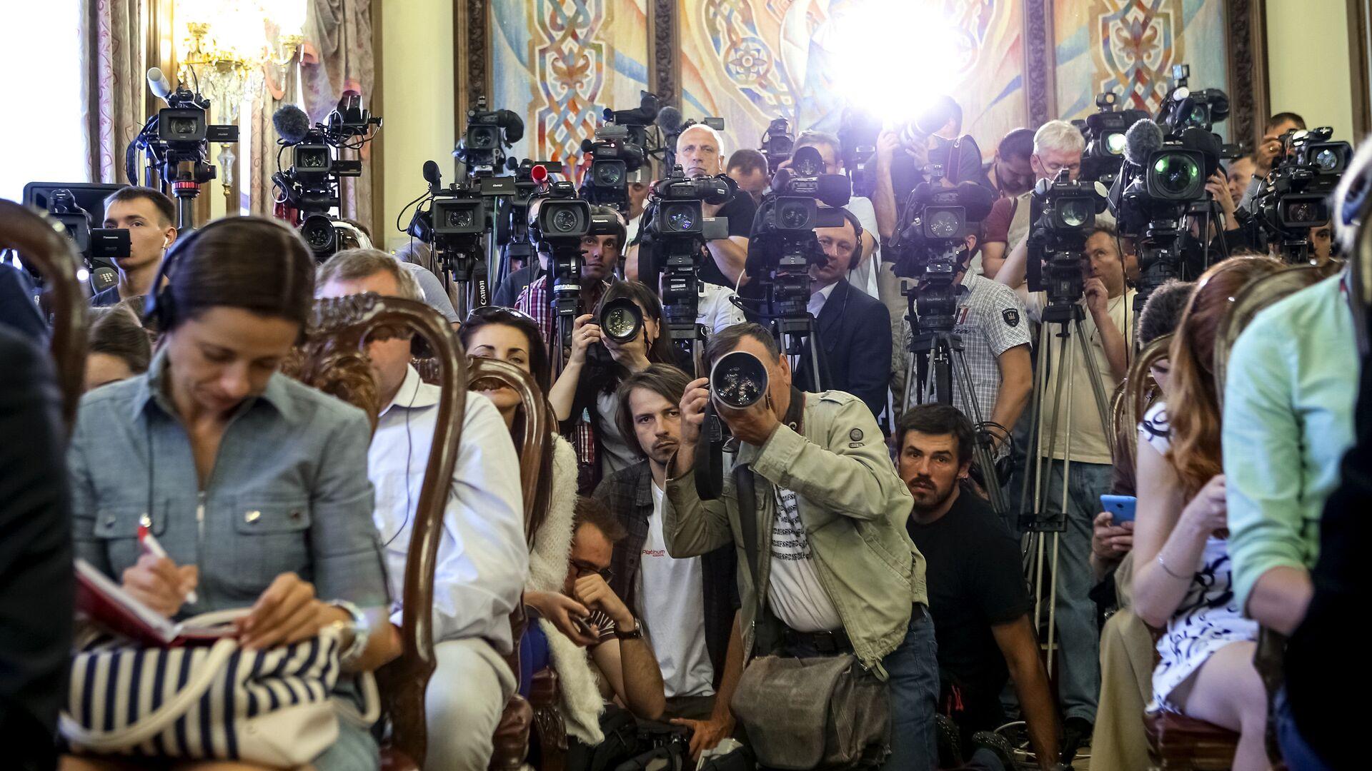 Представители прессы на встрече президента Украины Петра Порошенко с Государственным секретарем США Джоном Керри в Киеве - РИА Новости, 1920, 03.02.2021