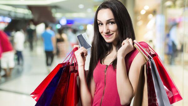 Девушка с покупками