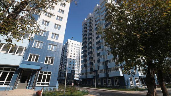 Многоэтажные жилые дома по улице Судостроительная в районе Нагатинский Затон Южного административного округа Москвы, предназначенные для переселения участников программы реновации