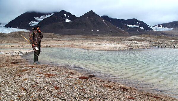 Отбор проб бентоса на озерах. Шпицберген