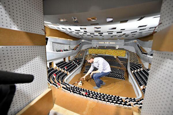 Акустические испытания в модели большого зала МКЗ Зарядье