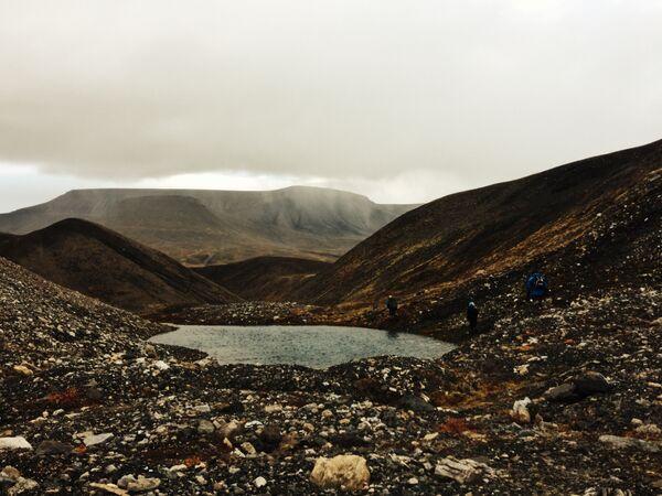 Многочисленные озера на морене под ледником