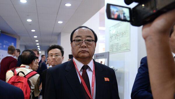 Министр внешнеэкономических дел КНДР Ким Ён Чжэ на IV Восточном экономическом форуме