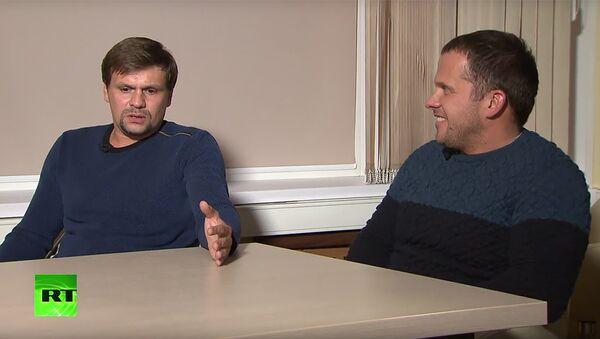Александр Петров и Руслан Боширов во время интервью с главным редактором МИА Россия сегодня и телеканала RT Маргаритой Симоньян