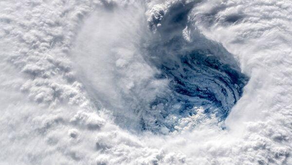 Вид на ураган с МКС. Архивное фото